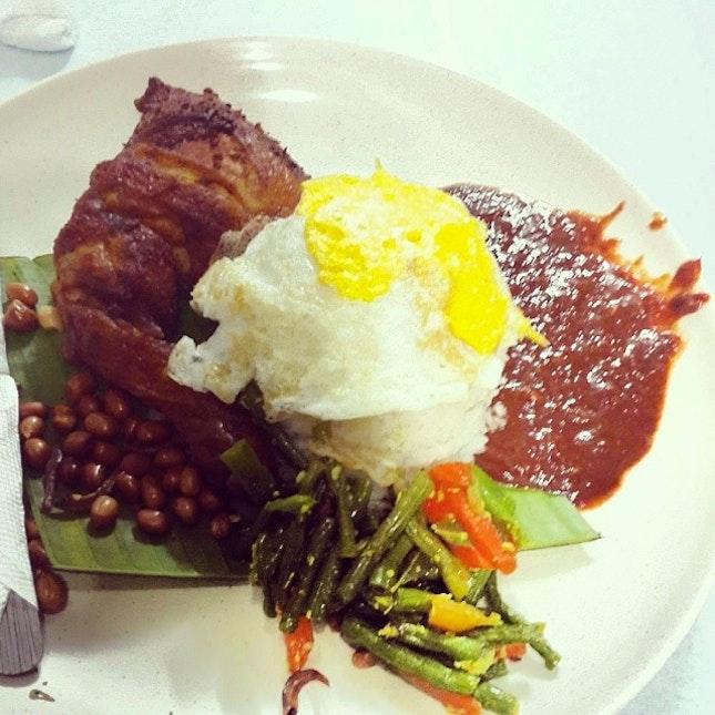 Nasi Lamak Ayam Goreng for supper @zingerburg3r #instafood #foodporn #foodies #foodstagram #asiansatwork #nasilemak #ayamgoreng #sambal #yumyum #mamak #murni #boyfie #supper