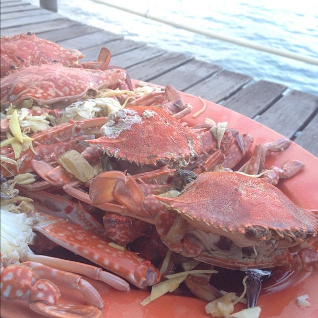 Fresh flower crab by the sea.