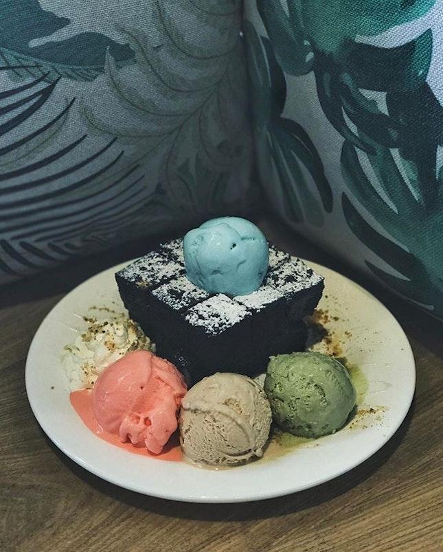 Cravings for this right now  #visitpenang #penang #malaysiancafes #igersmalaysia #exploremalaysia #beautifuldestinations #flatlays #onthetable #essentials #travelgram #huntgram #artofvisuals #thecreatorclass #createcommune #insiderfood #f52grams #bestfoodaroundtheworld #theartofplating #cookmagazine #thefeedfeed #eattheworld #yahoofood #thisisinsiderfood #beautifulcuisines #burpple #cafefood #fujifilmsg #cafehopping