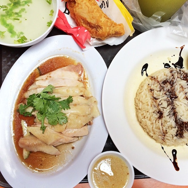 Skipped the long queues at Tian Tian #hotlehtheweather and went for Tong Fong Fatt chicken rice hehe.