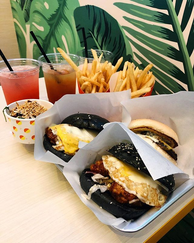 Fryday Friyay at B Burger 🍔🍟: It was fun ordering/saying BOMCHIKA WOW WOW ($10.90) 🤣 but damn I did not expect the amount of yums that were between these black charcoal buns!!!