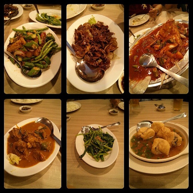 Dinner with family on Saturday Night ♥ #dinner #family #food #instaplace #instafood #instapic #instafollow #ifollowback #ifollow #followme #follower #followmeback #teamfollowback #igfame #igmalaysia #igpop #asian #chinese