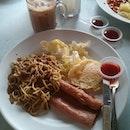 Breakie of le day 🍴🍵☀#breakfast #of #le #day #vscocam #potd #happykids #fotd