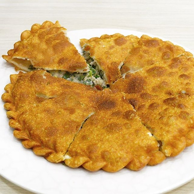 Chinese Pizza ($11) - A curry puff-like crust generously stuffed with minced seafood & pork filling.