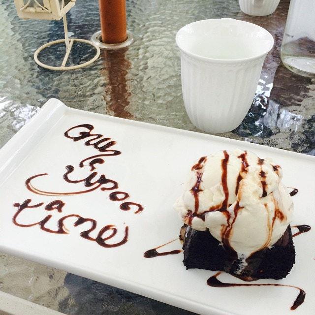 #brownie #haagendazs #icecream #cafe