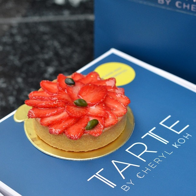 Finally tried this much acclaimed tarte - vanilla cream-based tart with Gariguette strawberries.