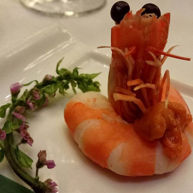 I usually like my #prawns dipped in soy sauce with cut chilli, but this was so fresh and sweet, perfectly coupled with perennial-favourite #uni #seaurchin; you can say this summer appetiser was sublime.