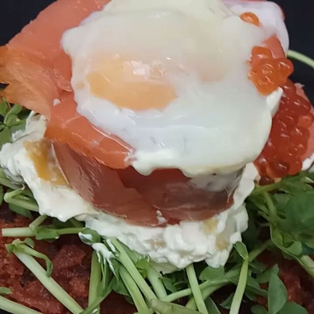 I don't often do #cafes, but I wanted #theentertainer in the vicinity #smokedsalmon #poachedegg #rosti #eggporn  #8dayseat #burpple #buzzfeast #buzzfeedfood #eeeeeats #feedfeed #foodiesg #foodphotography #foodporn #foodpornsg #foodsg #foodstagram #huffposttaste #hungrygowhere #instafood_sg #mychefstable #sgeats #sgfood #sgfoodie #sgfoodies #sgfoodporn #singaporefood #whati8today #yahoofood