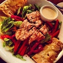 #grilled #chicken #salad #greens #redpepper #carrots #tonyromas #dinner with mum #love #healthyeating #foodporn #foodstagram #foodie #instaphoto