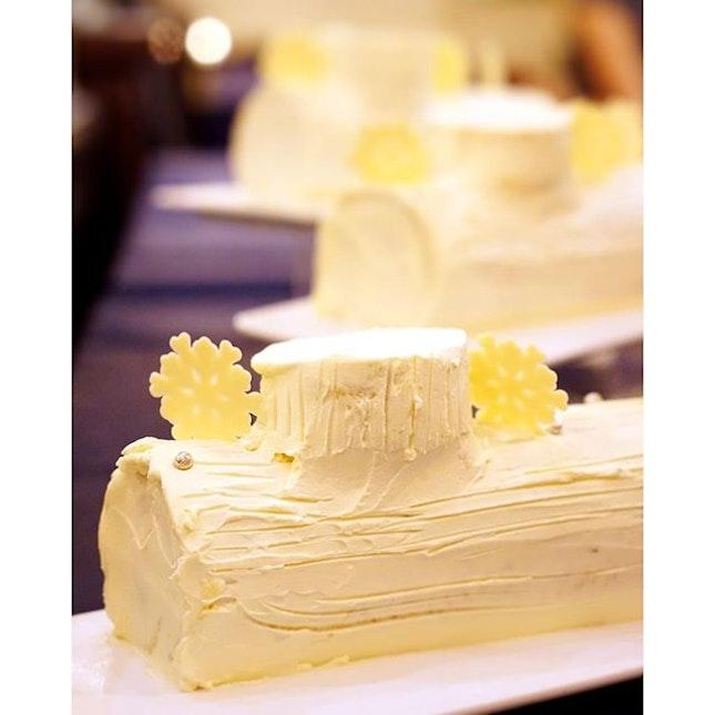 Love #RafflesHotel's Champagne Truffle Snowskin Mooncakes?