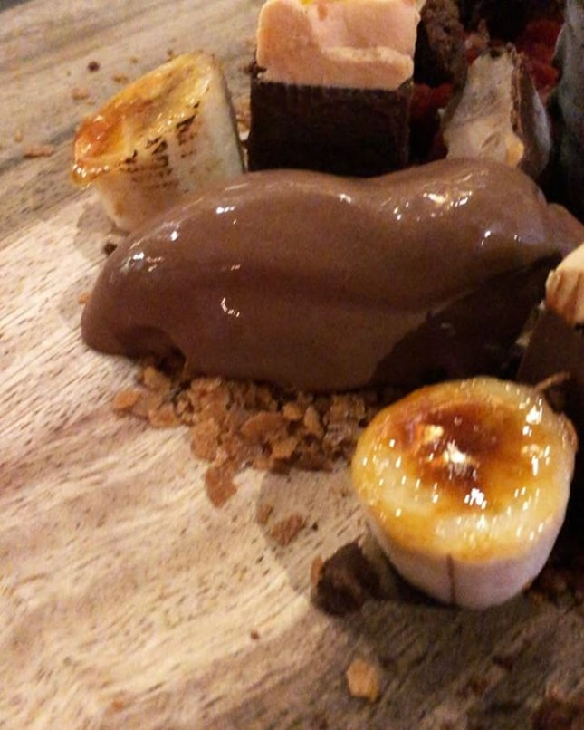 If you're having a bad week, this scrummy @HouseofMuSG Dessert Platter is sure to turn things around.