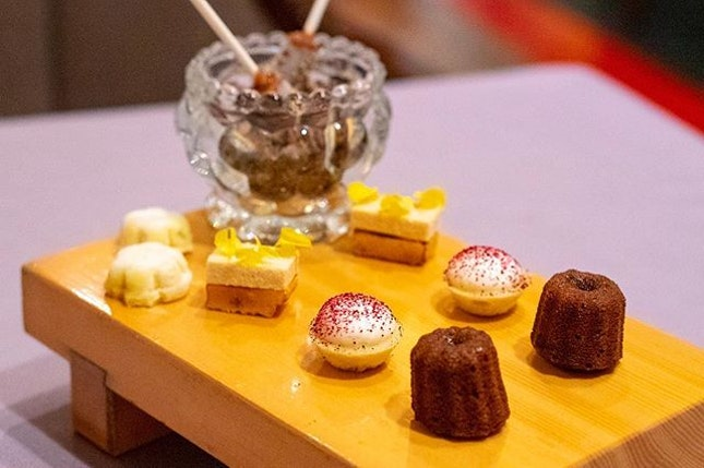 Feeling pampered with petit fours at #AlmabyJuanAmador.