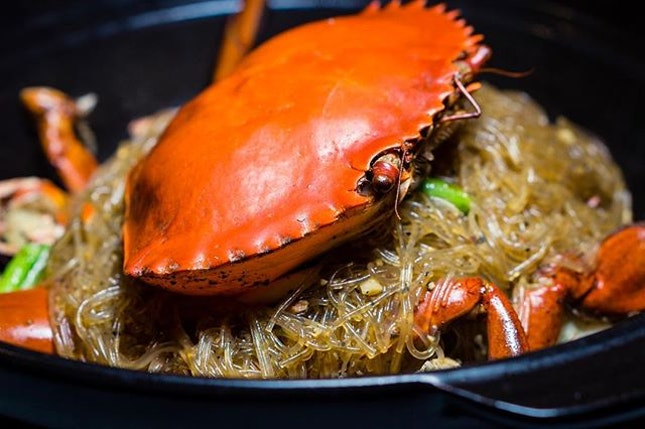 Perfect weather to dig into this Braised #Crab with Black, White Pepper and Glass Noodle in Claypot at #YanCantoneseCuisine.
