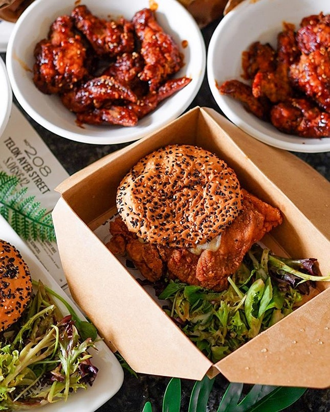 Throwback to this wonderful @themarketgrillsg lunch delivery—food travelled really well, and that deep-fried chicken thigh burger was 👍.