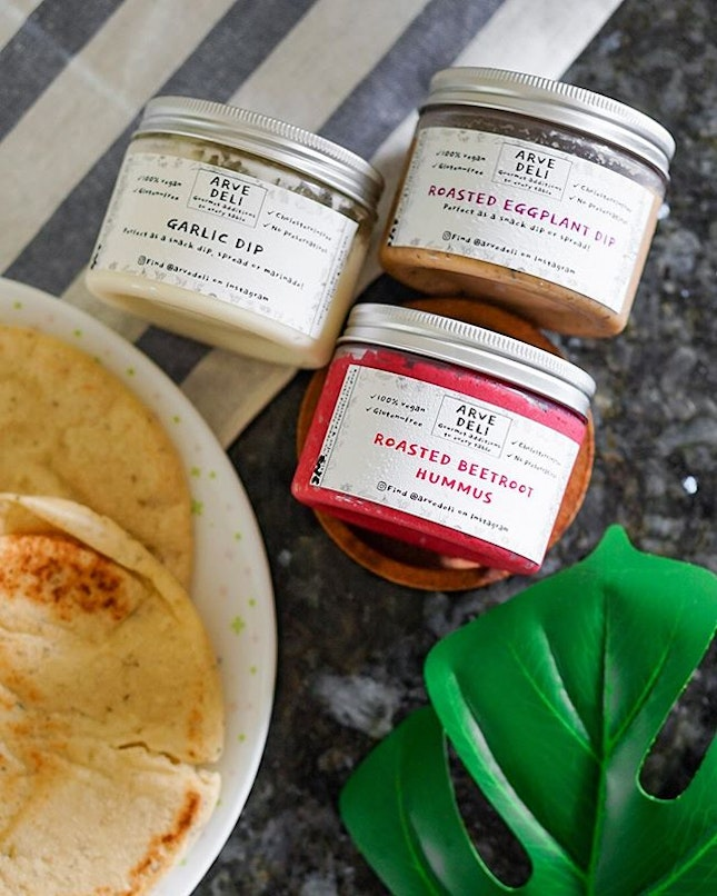 One undeniably wonderful thing to come out of this #stayhomesg period is discovering @arvedeli and their magic dips!✨ ⭐️ The star is their 100% vegan and preservative-free Garlic Dip, a 40-year-old recipe based on the traditional Lebanese toum, that's punchy, creamy and gorgeously garlicky🧄 in a fluffy body.