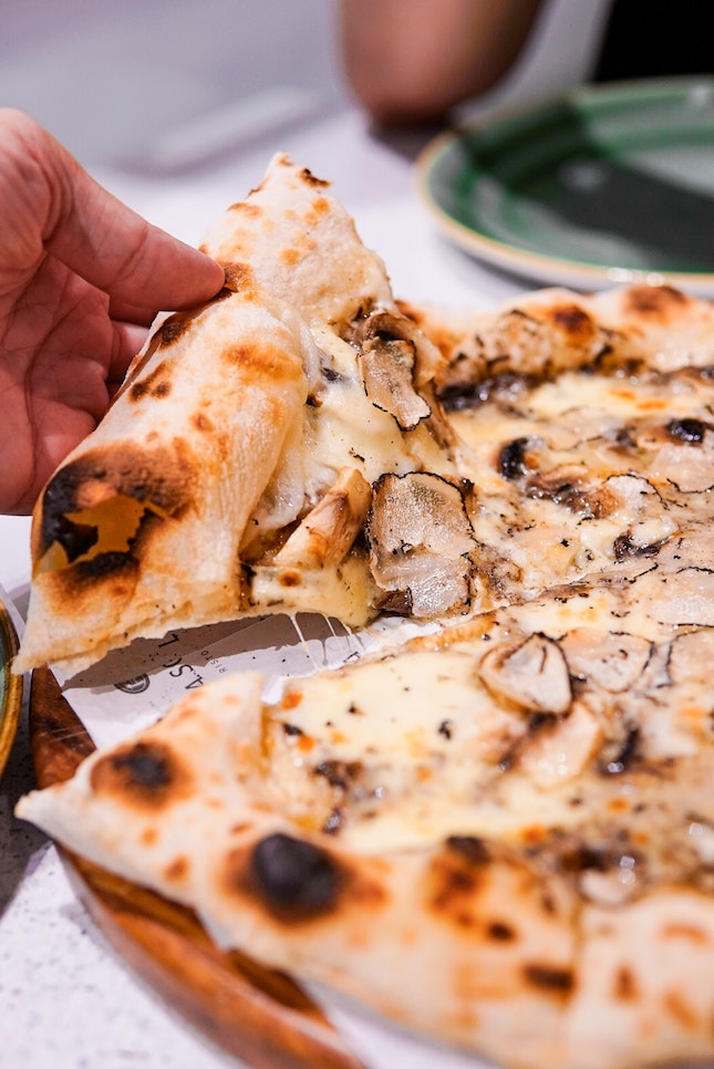 Pizza 'La Scala' al Tartufo Nero