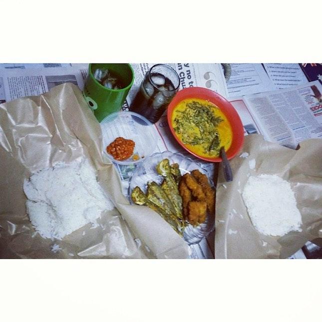 Todays #dinner #lemakpucukubi #friedfish #chickenstick and #sambalbelacan fuhhh power #geebonciteats #geeboncitfooddiary #foodie #foodstagram #foodporn #atwork