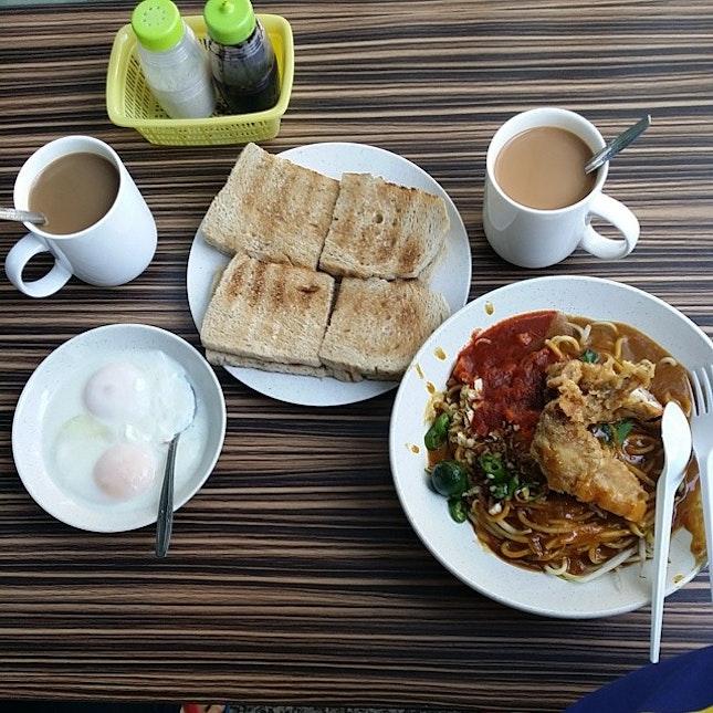 #breakfast with the usual #toastedbread #meerebus #halfboiledegg #coffee #tea #foodie #foodporn #whatieattoday #geeboncitfooddiary @sleepyhead0303