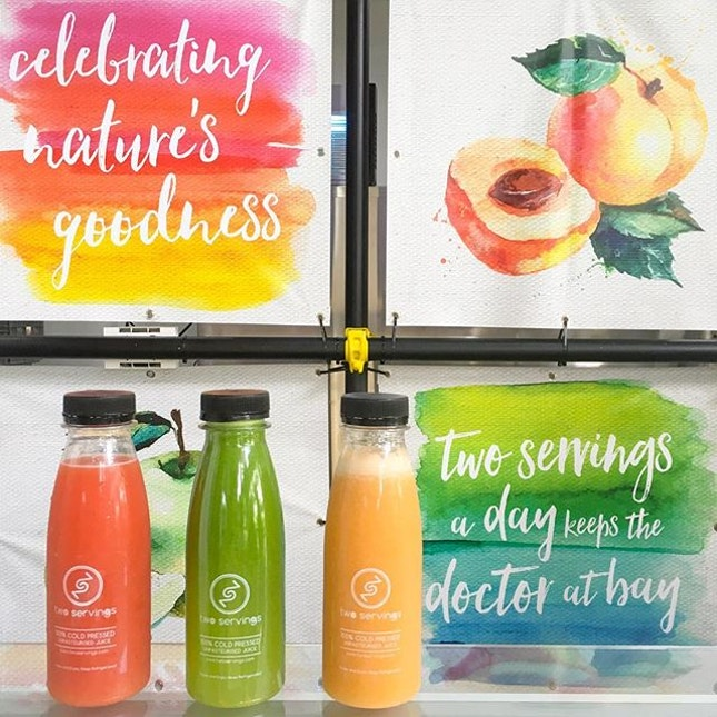 Getting our @twoservingssg of fruits a day with their refreshing concoction of fruits and vegetables!
