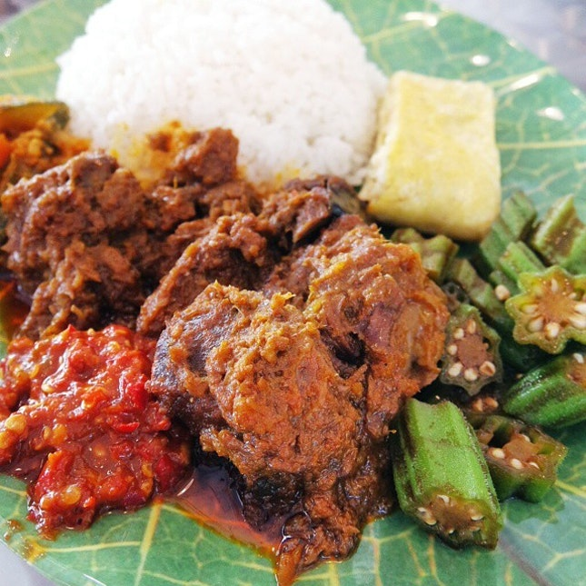 Giving up their corporate jobs to go into F&B, the two army buddies from Old Bibik serves rendang prepared daily from scratch, using a grandmother's secret recipe, with fresh ingredients and at wallet-friendly prices.