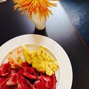 Roast beef x scrambled eggs | hearty beginnings #fishporn #labarca #brunch