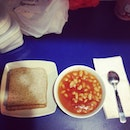 My #selfmade #healthy #lunch 😊 #wholemeal #bread #bakedbeans #working #sunday #iphoneasia