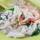 Long Queue For Mee Hoon Kueh at Ang Mo Kio