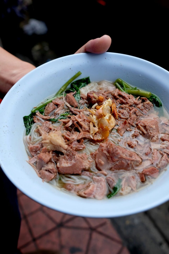40-Year-Old Beef Noodles with an Amazing History