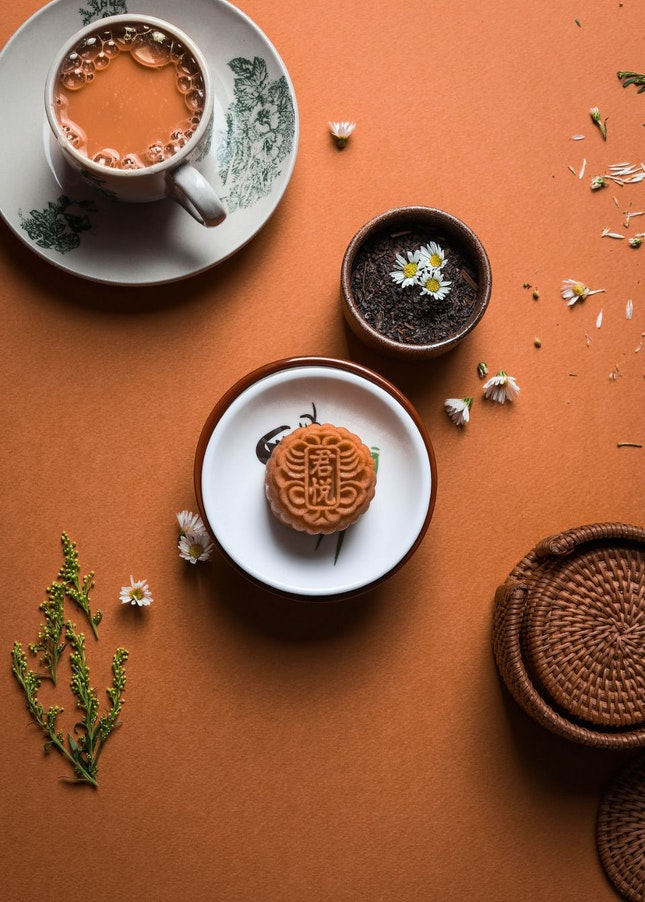 A Modern Twist to Traditional Mooncakes This Mid-Autumn Festival!
