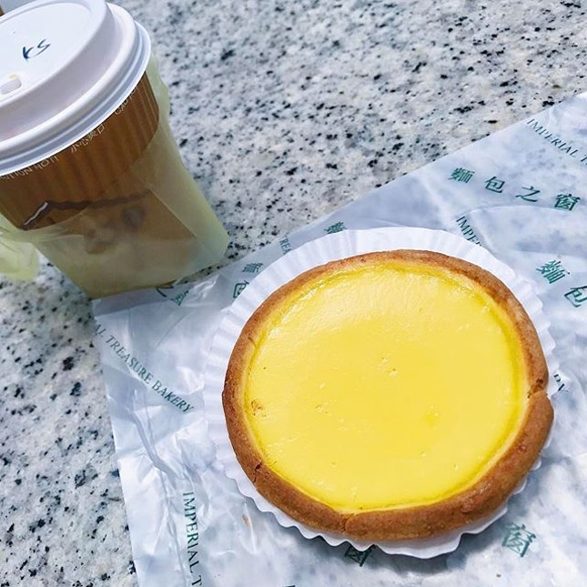 [ASIA SQUARE] Have a good breakfast to kickstart FRI(HOO)RAY cos it's the FRIDAY before the long Mayday weekend 😍 Egg tart from Imperial Treasure's bakery!