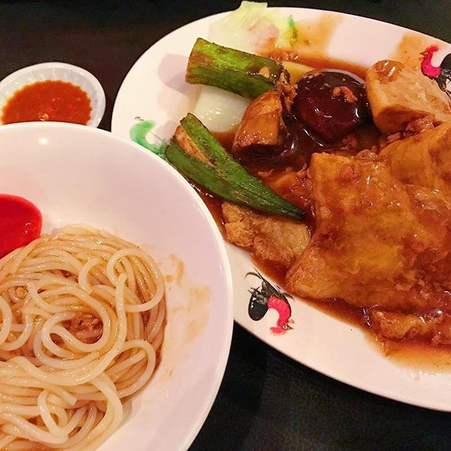 [TELOK AYER ST] Fulin yong tau foo in a cosy bar setting 😍 6 pcs with noodles for only <$7 • #sgfoodies #sgeats #sgfood #foodphotography #foodsg #foodie #foodporn #foodblogger #yongtaufoo #burpple #hungrygowhere