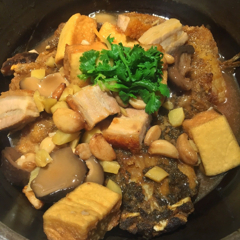 筍殼腩肉豆腐煲 Claypot Braised Soon Hock (Rock Fish)