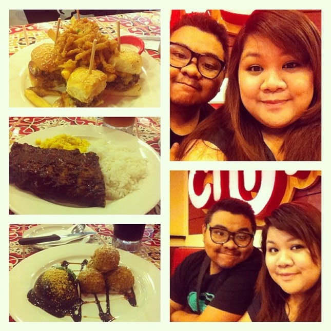 Chilling with my brother at chili's :) #sisterbrothersiblings #yummy #babybackribs #happykid  #happiness  #fridaymadness #foodporn  #foodtrip  #bonding