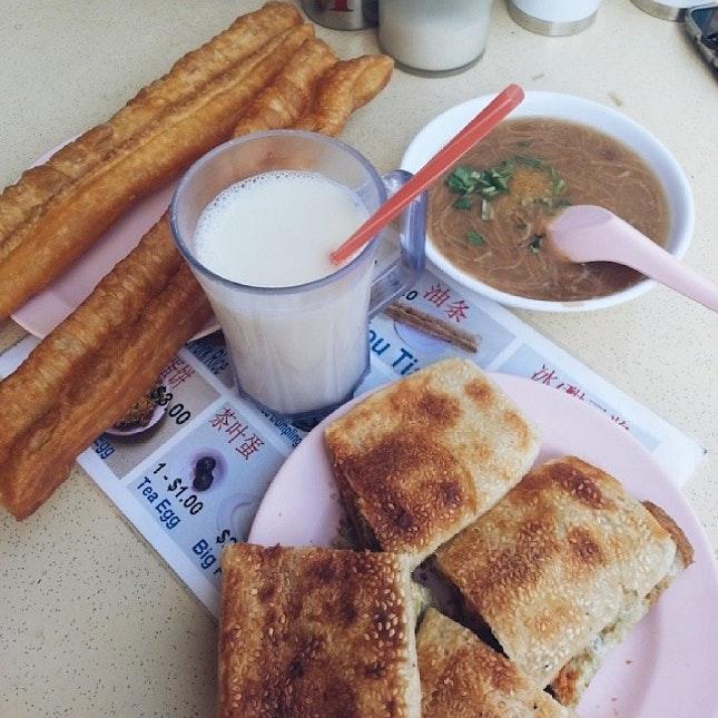 Preparing for grad trip with my 油条大王 #breakfast ^^ yummy!