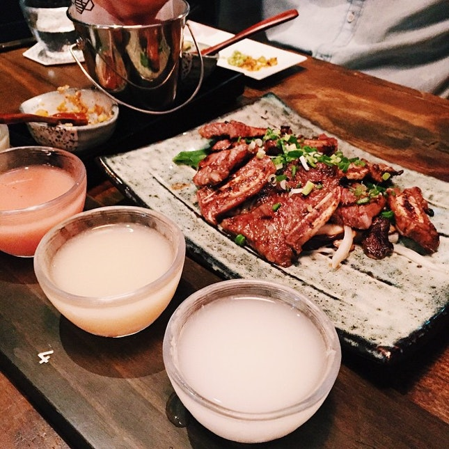 Makgeolli sampler and tasty beef short ribs
