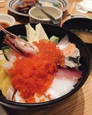 Bowl spilling with goodness in the form of fat slices of #sashimi.