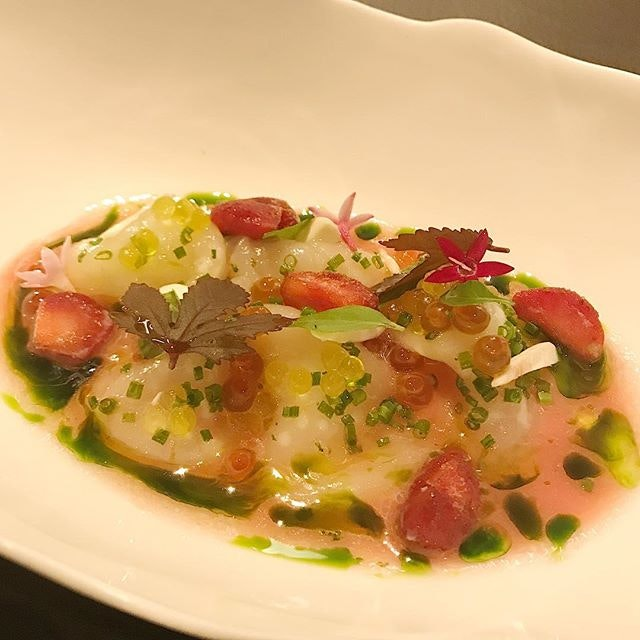 Hokkaido scallop with rhubarb, strawberry, almond, ikura and basil