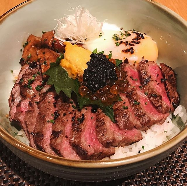 Sliced wagyu steak on rice, foie gras, onsen egg, caviar and unniiiiii 😍