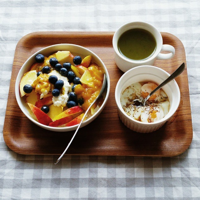 base with oats, top with cottage cheese +nectarine +blueberries +mango jam + passion fruit + honey.