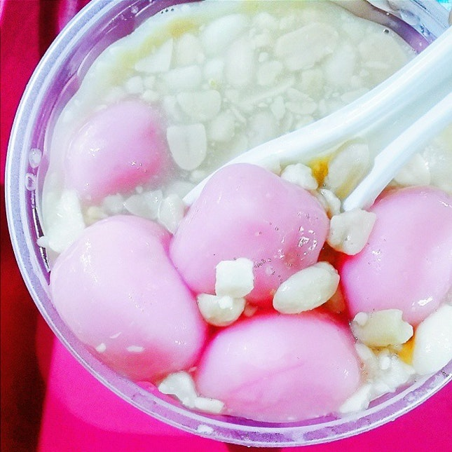 My feed is being spammed by photos of everyone's #tangyuan today due to the #wintersolstice festival aka 冬至!