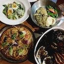 Today's food tasting c/o @fishncosg - featuring all their new items: - Caesar Salad with Tamago - Caribbean Cajun Broth-Pot [Spicy] - White Fish w Pesto Parmesan - Buffalo Seafood Pizza [Spicy]  Let's dig in ladies @crystalfishball and @sakiseah!!