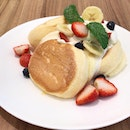 Soufflé Pancakes With Fresh Fruits