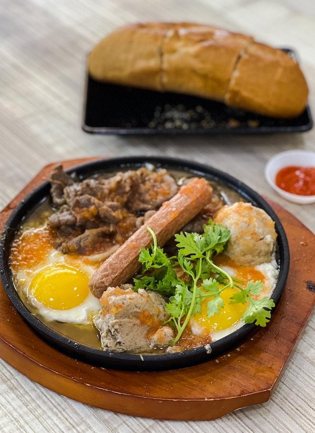 Bò Bit Tét Thâp Câm (Combination Beef Sizzling Plate)