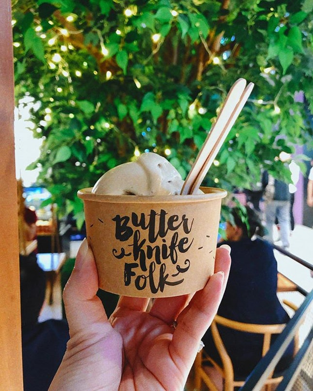 We decided to try @butterknifefolk 's Kahlua gelato and I really liked it!