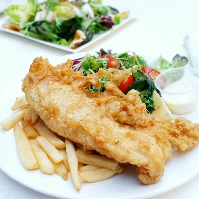 What a huuugeee slab of {Fish and Chips} right there!