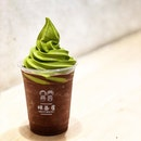 🍫🍫NEW: [Double chokoreto float x Matcha softserve] - $8.50 🍫🍫 • 2x intensity, 2x bittersweet and 2x deliciousness.