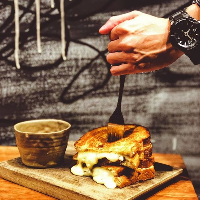 Braised short rib grilled cheese - SGD16🍴 • Anything cheese steals my attention right away!