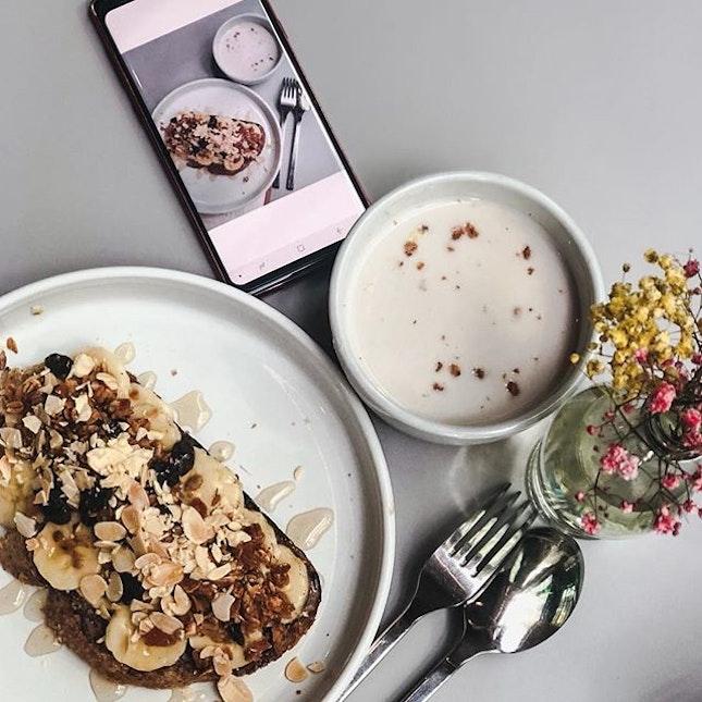 Start your brekkie with @picklevillesg nutella & banana toastie☀️🍌☺️ —- #burpple
