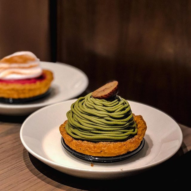 Grabbing some desserts at Jewel -  JW360°  the other day 🍃 • We had the:  1️⃣ Matcha Mont Blanc - SGD 9.50 [Rating: ⭐️] • To be honest, i am not very impressed after trying this.