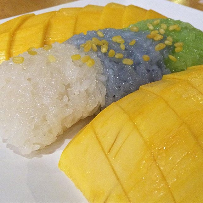 Mango Sticky Rice that comes with different flavours of rice!